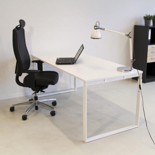 Frame højdejusterbart skrivebord - med hvidt stel