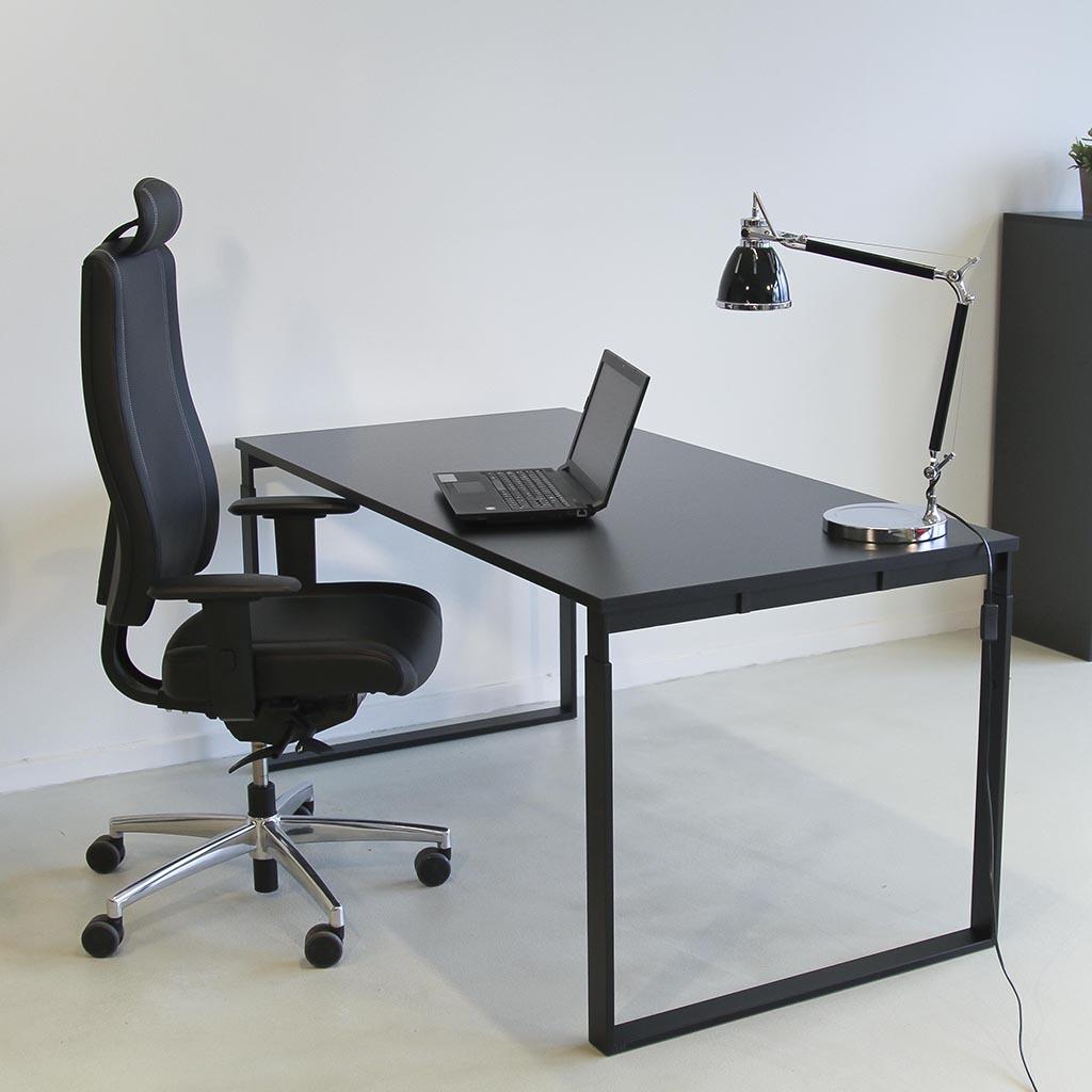 Image of   Frame højdejusterbart skrivebord - med sort stel