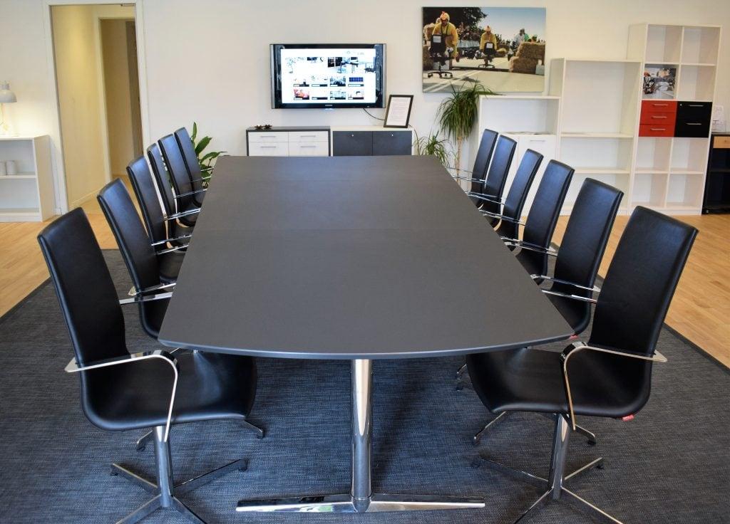 Gate 2050 mødebordstol - krom stel - sort læder - lettere brugt.
