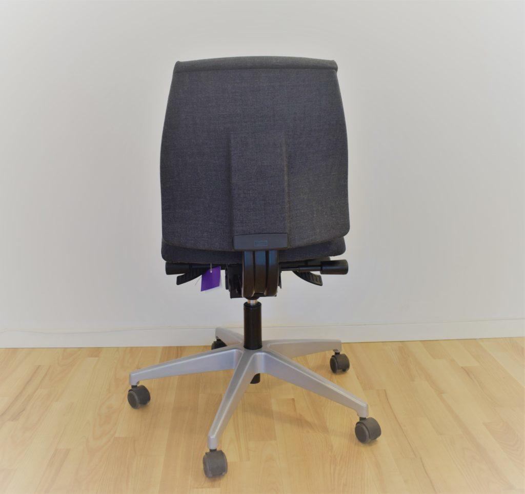 Interstuhl Kontrakt 16 kontorstol gråt stof, lav ryg - Udstillingsmodel.
