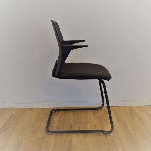 Every mødebordsstol - plast stel - sort plastryg.