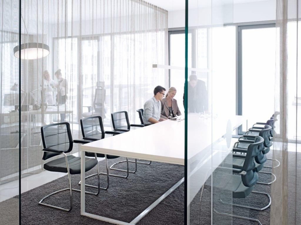Airpad mødebordsstol - krom stel - sort fletryg.