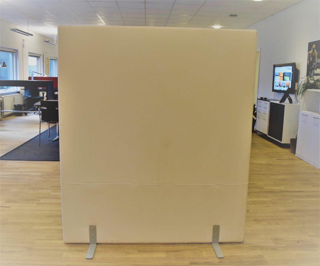 Vildika støjdæmpende skærmvæg - 140 cm bred - 160 cm høj. Udstillingsmodel.