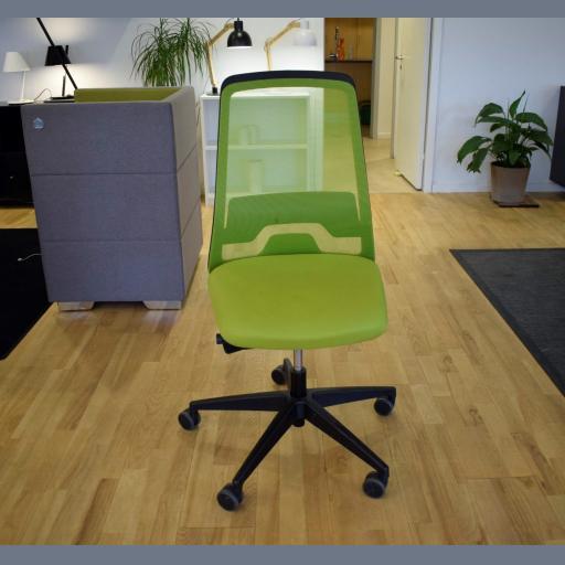 Interstuhl EVERY kontorstol sort stel, grønt stof, net ryg - Udstillingsmodel.