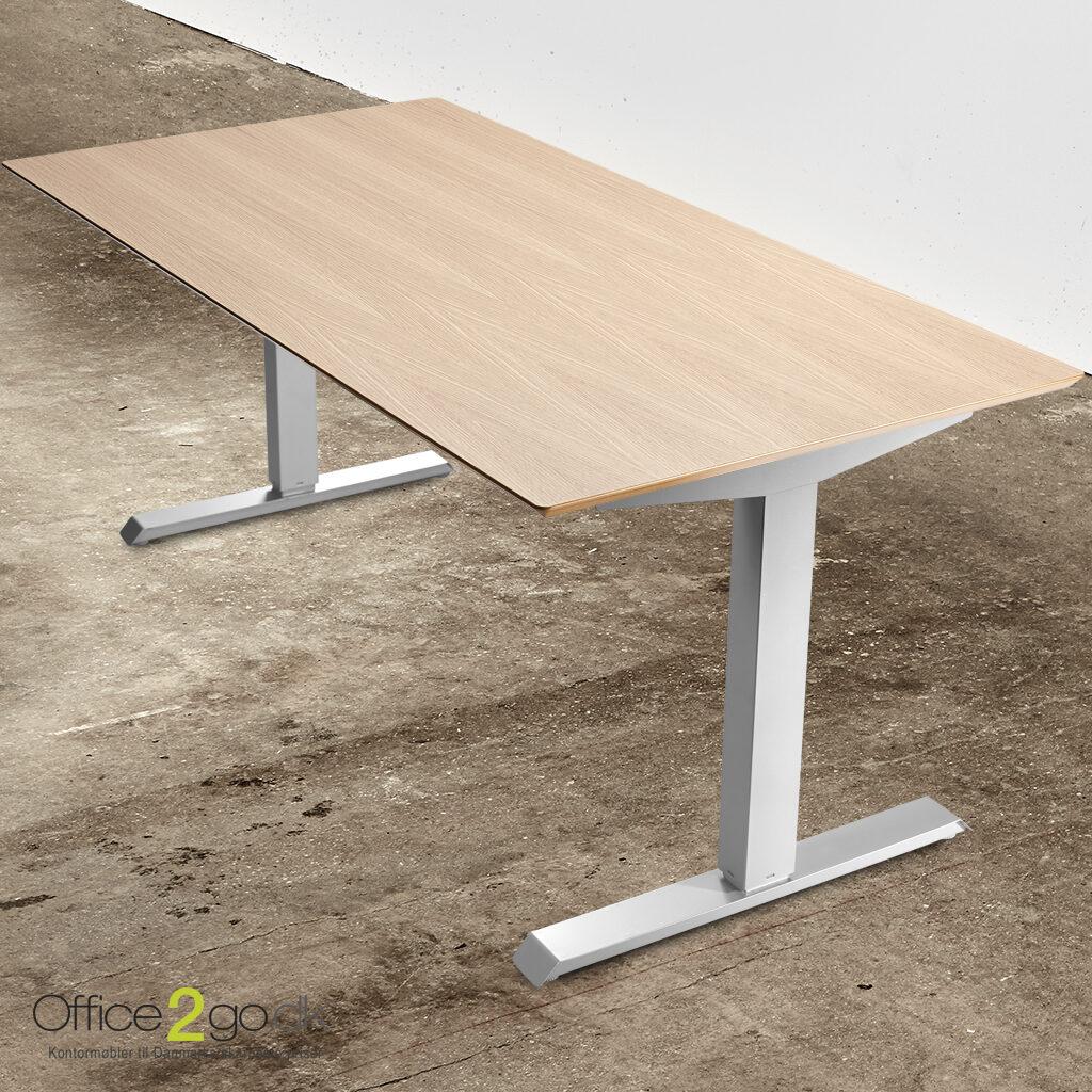 Basic hævesænkebord – med gråt stel