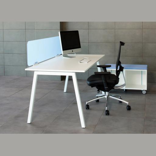 Nova skrivebord - trapez ben i metal
