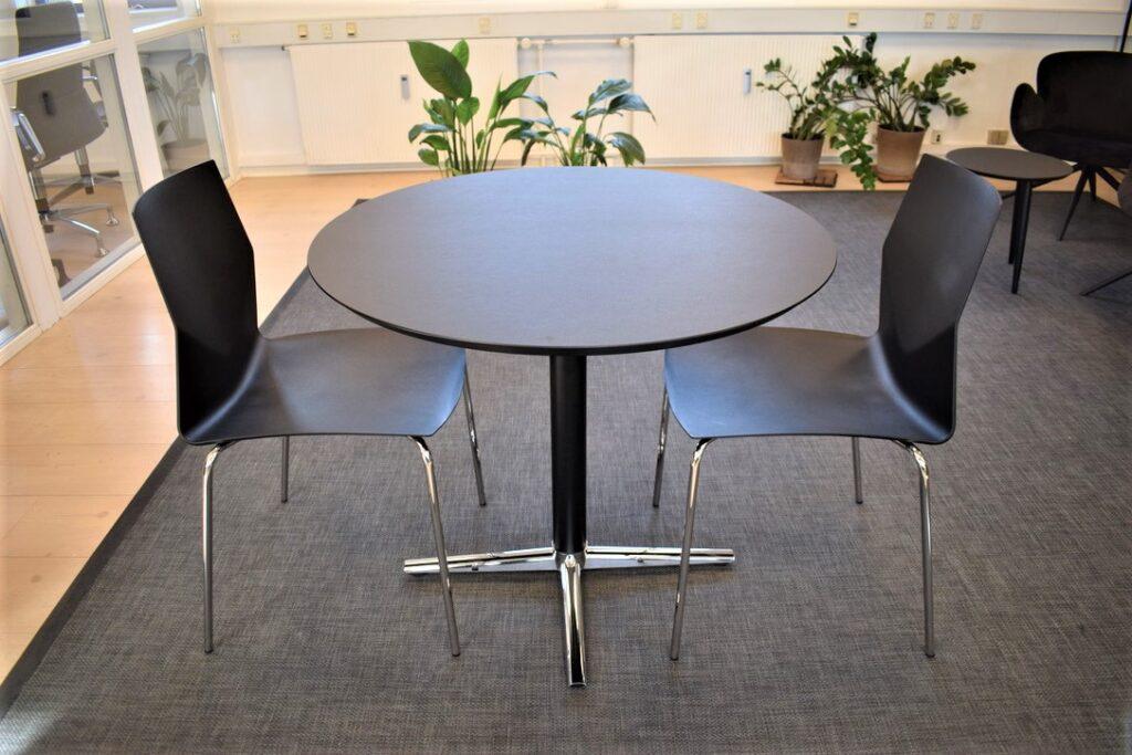 Four Cast 2 four - switch mødebord med ø90 cm laminat plade - udstillingsmodeller - Spar 50 %