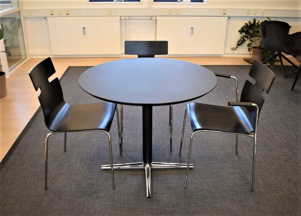 Whisper stole - switch mødebord med ø90 cm laminat plade - udstillingsmodeller - Spar 50 %